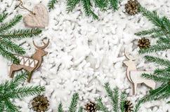 Состав рождества для представления работ или текста Аксессуары, украшения и ветви ` s Нового Года лежат на Стоковое Изображение RF