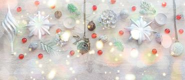 Состав рождества знамени декоративный на деревянном свете предпосылки Стоковые Фото