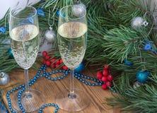 Состав рождества и Нового Года, стекла Шампаря, сосна, оранжевая Стоковое Изображение