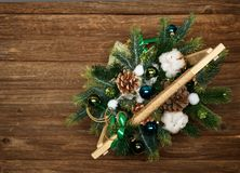 Состав рождества на деревянной предпосылке стоковая фотография rf