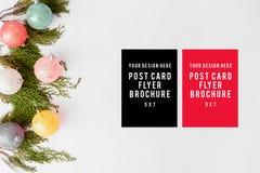 Состав рождества рогульки ветви ели и украшения рождества на белой предпосылке Плоское взгляд сверху положения Стоковое Изображение RF