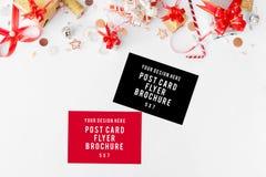 Состав рождества рогульки Подарки и украшения рождества на белой предпосылке Плоское взгляд сверху положения Стоковое Изображение RF