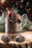Состав рождества с настоящими моментами на деревянной предпосылке Стоковые Изображения