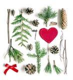 Состав рождества яркий на белой предпосылке Материалы леса естественные, красное сердце войлока и смычок ленты сатинировки Стоковая Фотография RF