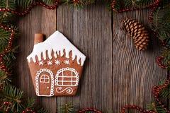 Состав рождества печенья дома пряника внутри Стоковое фото RF