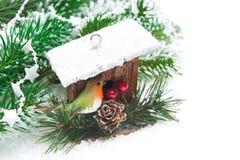 Состав рождества при изолированные ветви и birdhouse ели, Стоковые Изображения RF