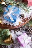 Состав рождества с настоящими моментами и украшением Стоковые Фотографии RF