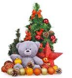 Состав рождества с Новым Годом плюшевого медвежонка забавляется и деревья Стоковые Изображения
