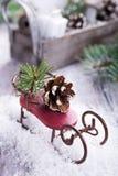 Состав рождества с санями, pinecone и украшением Стоковые Фотографии RF