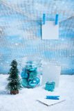Состав рождества: украшения, дерево, подарок и фото стоковые фотографии rf