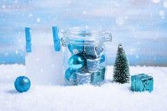 Состав рождества: украшения, дерево, подарок и фото стоковая фотография rf