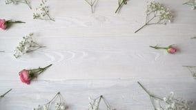 Состав стиля белых и розовых цветков деревенского, на день ` s валентинки St с местом для вашего текста Плоское положение, верхня видеоматериал