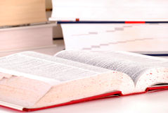 Состав с книгами на таблице Стоковое Изображение RF