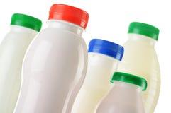 Состав с пластичными бутылками продуктов молока Стоковые Фотографии RF