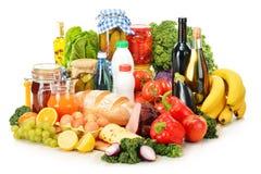 Состав с разнообразием продуктов бакалеи на белизне стоковое фото rf