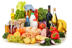 Состав с разнообразием продуктов бакалеи на белизне стоковые изображения rf