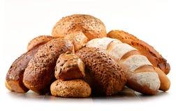 Состав с разнообразием продуктов выпечки на белизне Стоковое фото RF