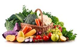 Состав с разнообразием сырцовых органических овощей и плодоовощей стоковое изображение