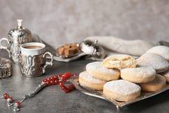 Состав с традиционными печеньями на исламские праздники стоковые изображения rf
