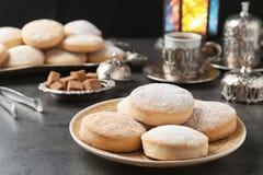 Состав с традиционными печеньями на исламские праздники стоковое изображение rf