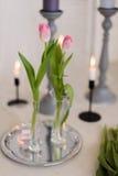 Состав с цветками и подсвечниками Стоковые Изображения RF