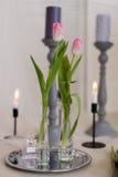 Состав с цветками и подсвечниками Стоковая Фотография