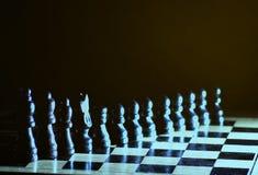 Состав с chessmen на лоснистой доске Стоковое Изображение RF