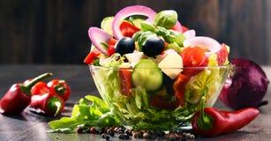 Состав с vegetable салатницей сбалансированное диетпитание стоковое изображение rf