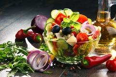 Состав с vegetable салатницей сбалансированное диетпитание стоковые изображения
