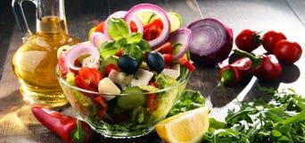 Состав с vegetable салатницей сбалансированное диетпитание стоковая фотография