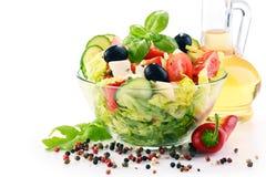 Состав с vegetable салатницей сбалансированное диетпитание стоковая фотография rf