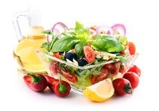 Состав с vegetable салатницей сбалансированное диетпитание стоковые изображения rf