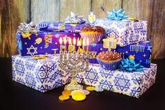 состав Хануки еврейского праздника праздничный для на темной предпосылки Стоковое фото RF