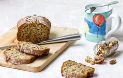 Состав хлеба банана с грецкими орехами и молоко mug Стоковые Изображения RF