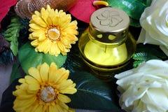 Состав цветков и желтый доносчик Стоковая Фотография RF
