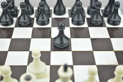 Состав шахмат Начальное состояние на таблице шахмат Стоковые Изображения