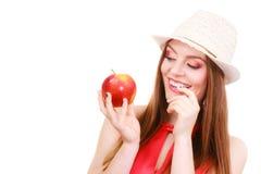 Состав шляпы лета женщины красочный держит плодоовощ яблока Стоковое Фото