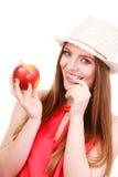 Состав шляпы лета женщины красочный держит плодоовощ яблока Стоковое Изображение RF
