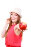 Состав шляпы лета женщины красочный держит плодоовощ яблока Стоковое Изображение