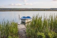 Состыкованная маленькая лодка Стоковая Фотография