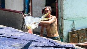 Состыкованная рыбацкими лодками гавань Chenggong удя извлекает липкую жидкость рыбной ловли Стоковые Фото