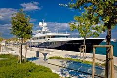 Состыкованная яхта на портовом районе разделения Стоковое Фото