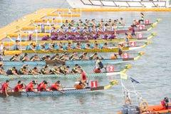 Состязания по гребле 2013 дракона Гонконга международные Стоковая Фотография