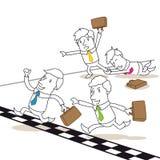 Состязаясь бизнесмены воюя на финишной черте Стоковая Фотография RF