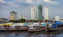 Сосуд Бангкока морской около берега реки asiatique Стоковые Фото