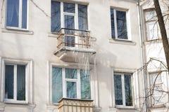 Сосульки на фасаде здания Стоковые Фотографии RF