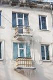 Сосульки на фасаде здания Стоковые Изображения