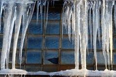 Сосульки над окном Стоковое Изображение RF