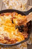 Сотейник капусты с говядиной и сыром стоковые фотографии rf