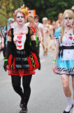 Сотни отвратительных зомби идя через улицы города Брисбена Стоковое Изображение RF